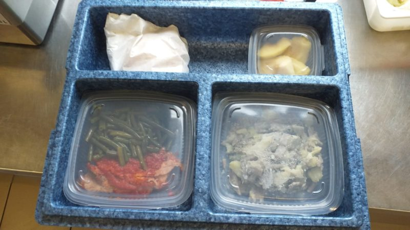 Pasti a domicilio e consegna diretta delle derrate alimentari. Come cambia l'attività di cucina e Dispensa sociale di Namasté